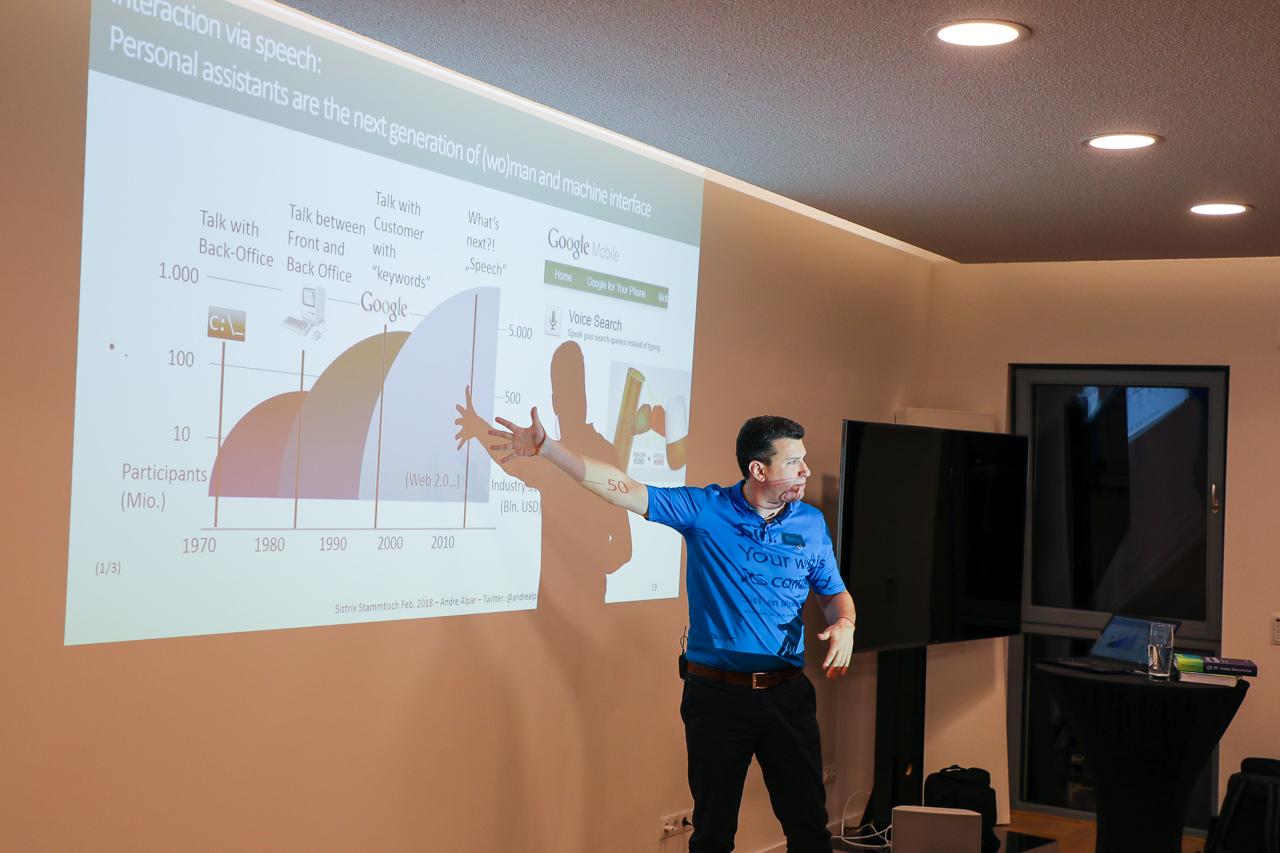 Andre Alpar bei seinem Vortrag auf dem SEO-Stammtisch bei SISTRIX.