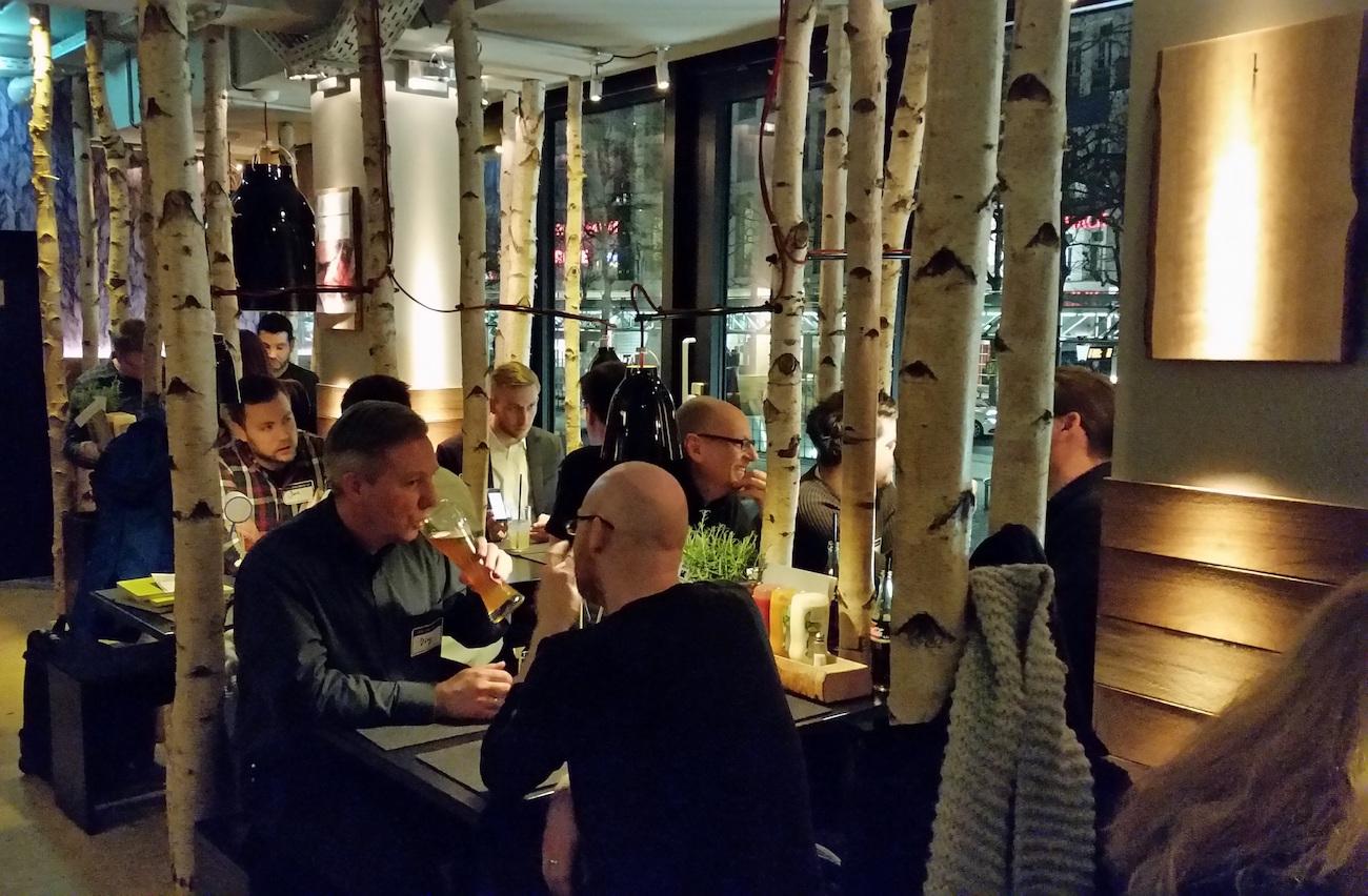 Gemütliches beisammensein der Teilnehmer des SISTRIX SEO-Stammtisches in Bonn, bei Burgeressen im Hann-im-Glück.
