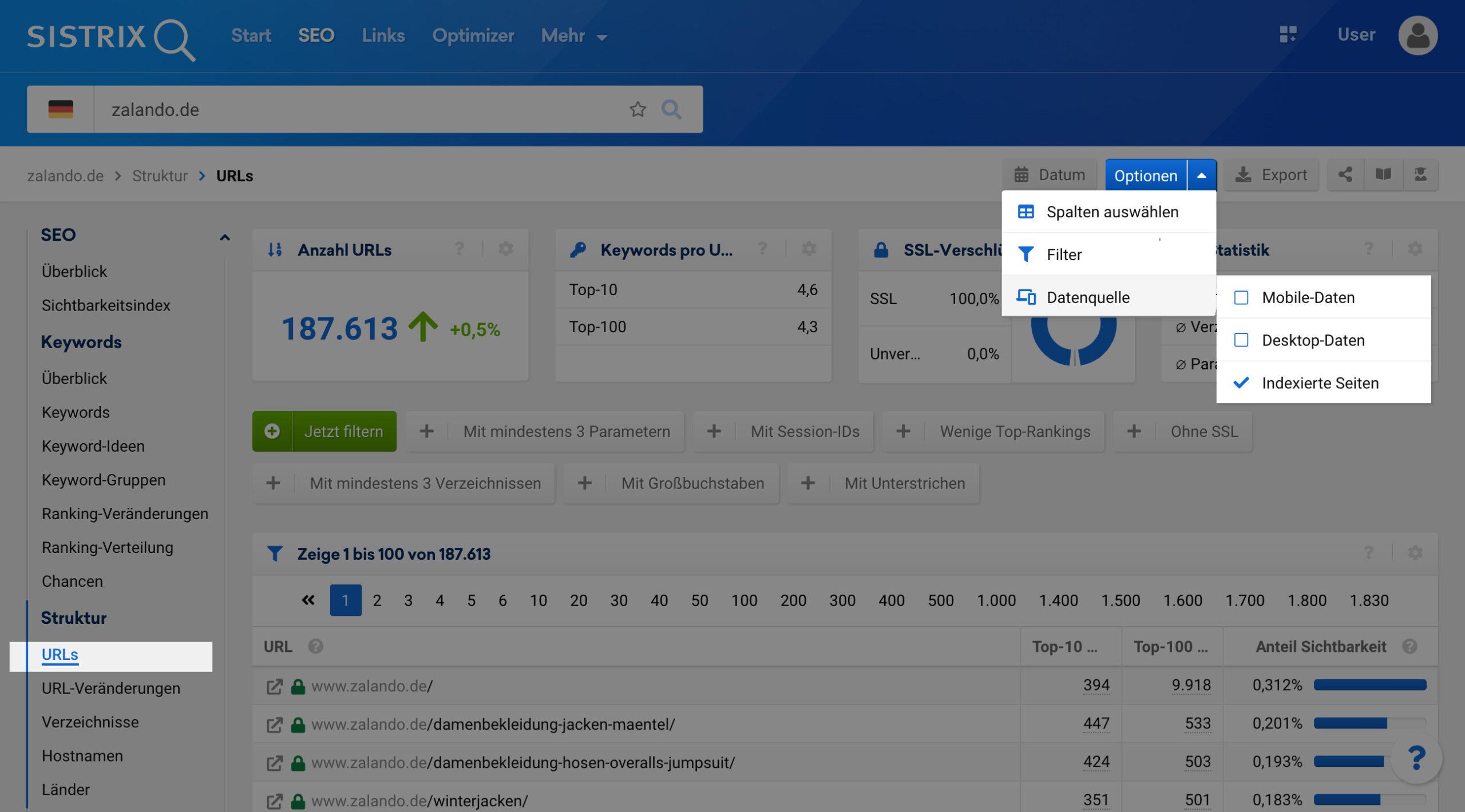 """Klickpfad um in der SISTRIX Toolbox auf die Anzahl der Indexierten Seiten einer Domain zu kommen. Nach der Eingabe einer Domain in die Suchleiste wählt man in der linken Navigation den Punkt """"URLs"""" aus und klickt dann oberhalb der Grafik auf den Tab """"Indexierte Seiten""""."""