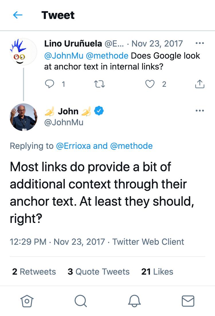 """Zeig ein Tweet von Lino Uruñuela an. Lino Uruñuela fragt John Mueller, ob Google bei internen Links auf die Ankertexte schaut. John Muellers Antwortet lautet: """"Die meisten Links bieten ein wenig zusätzlichen Kontext durch ihren Ankertext. Zumindest sollten sie das, richtig‽."""""""